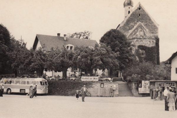22 Anfang der 50er Jahre – links Sommerfrischler, rechts der Kiosk der alten Frau Böck