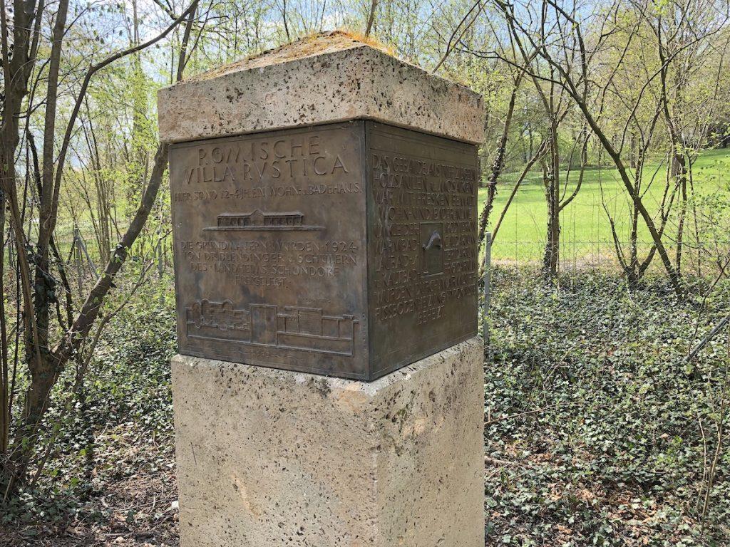 Stele an der römischen Villa Rustica in Schondorf am Ammersee